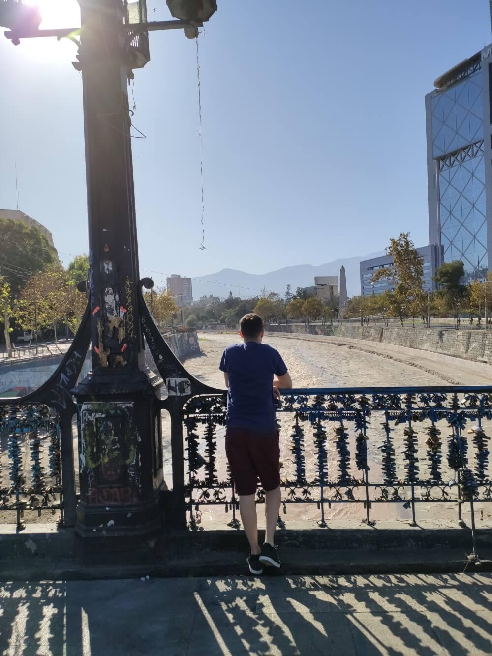 Admirando a paisagem na ponte Pio Nono